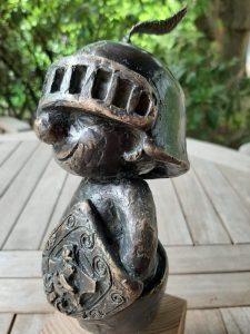 Kleiner-Ritter-Strolch-Bronzefigur