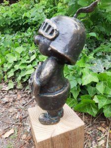 Kleiner-Ritter-Strolch-Bronzefigur-4